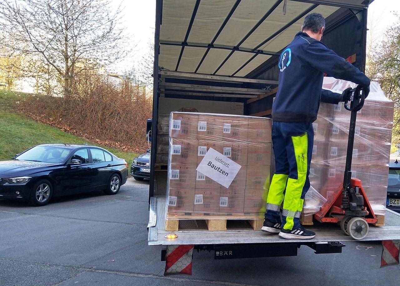 Per Lkw wurden die Starterpakete am Freitagmorgen angeliefert.