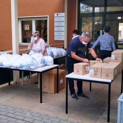LASUB-Mitarbeiter richteten die Ausgabestelle ein.