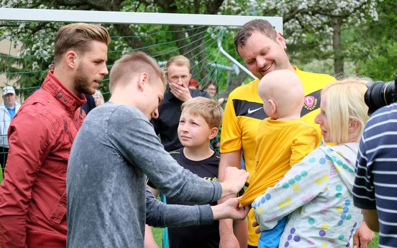 Dynamo kickt mit Wuischker Kindern