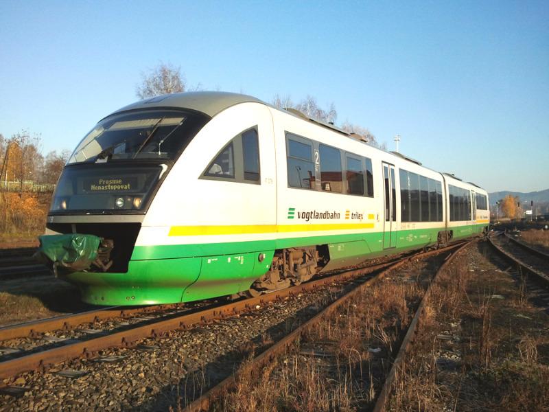 trilex-Zug kollidiert mit Pkw