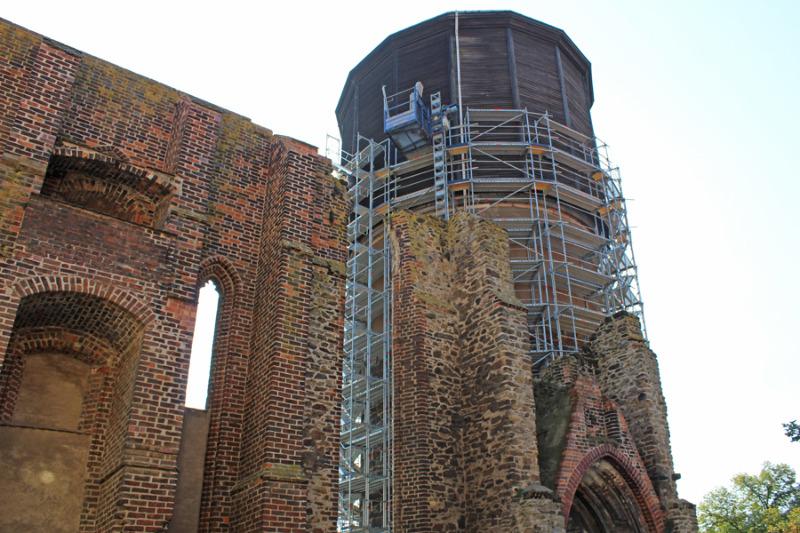 Wasserturm  ohne Dach -  Brüdergasse  gesperrt