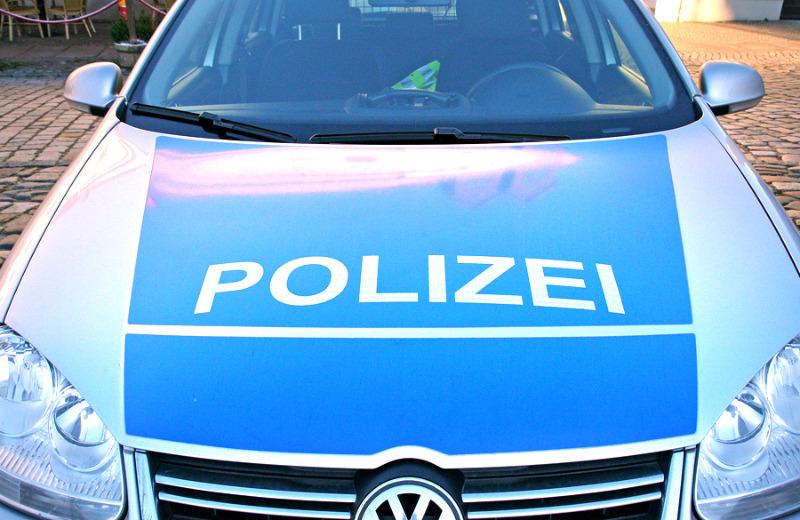 Diebesduo rammt Polizeiwagen