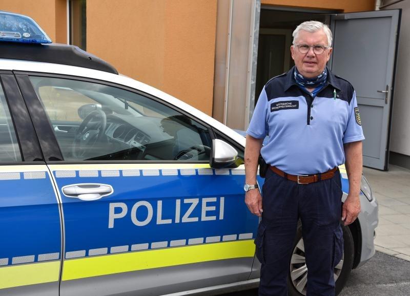 Die Polizei sucht Sicherheitswächter