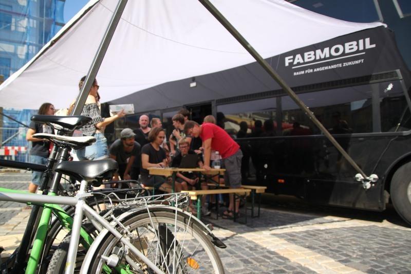 Fabmobil auf dem Markt
