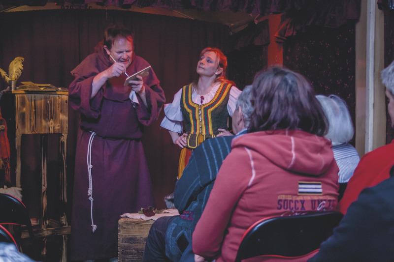 """Theaterpremiere vor dem Trixi-Bad """"Zittauer Gebirge"""""""