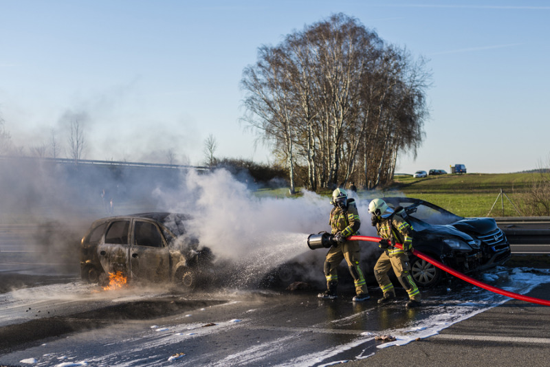 Autos brennen auf der A4