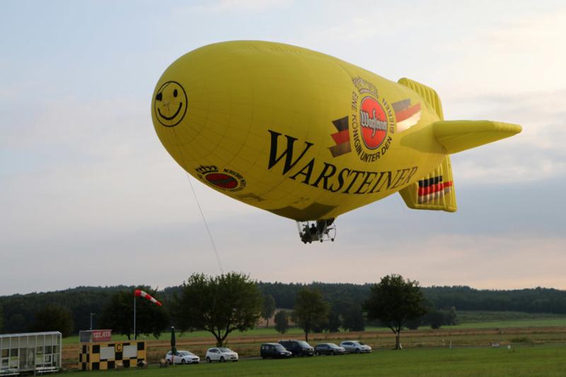 Wie Zeppelin durch die Luft schweben