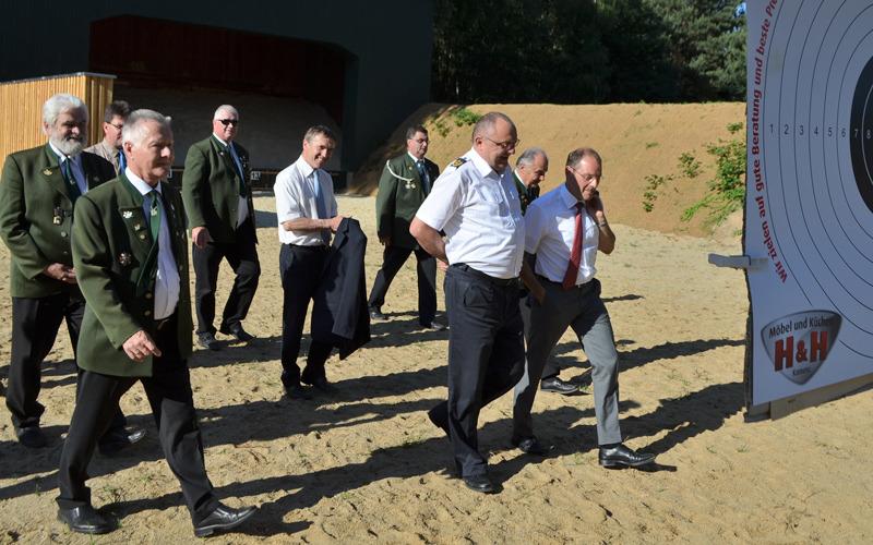 Wachpolizisten lernen in Kamenz schießen