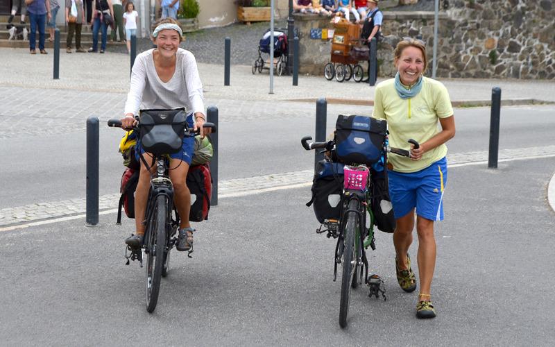 Weltumradlerinnen (fast) pünktlich zurück