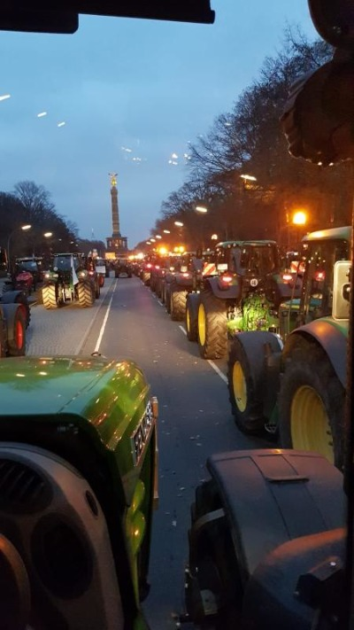 NOL-Bauern mit Treckern in Berlin