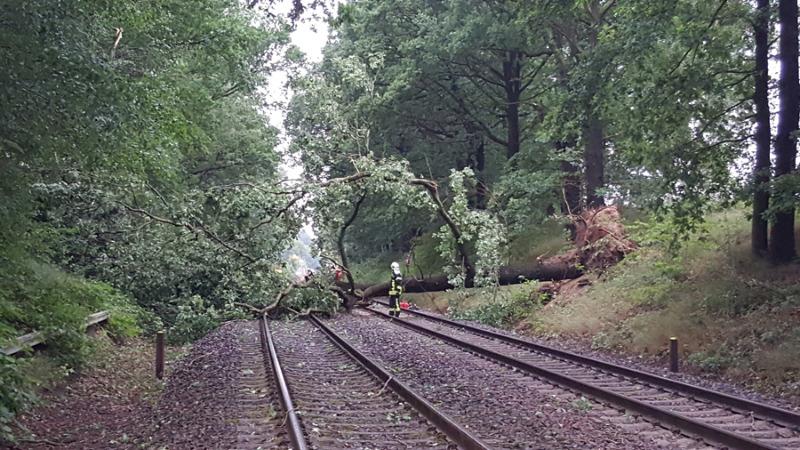 Unwetter sorgt für Stromausfälle und legt Bahnstrecken lahm