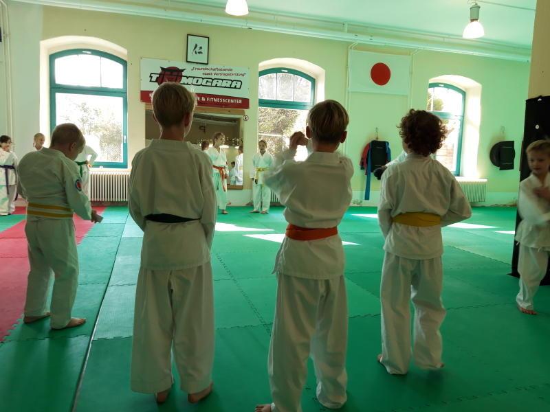 Kinder-Prüfungen bei Tomogara