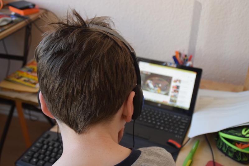 """Computer und Handy ziehen Kinder in """"Corona-Ferien"""" magisch an"""