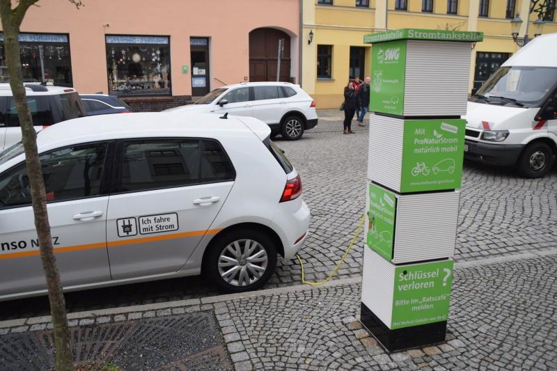 Stadt schafft Platz für Ladesäulen