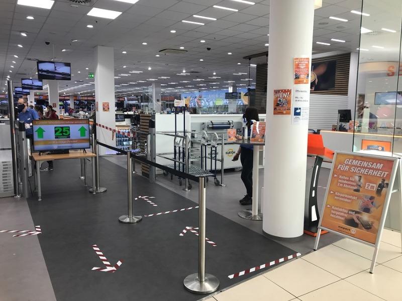 Elektromärkte begrüßen wieder Kunden
