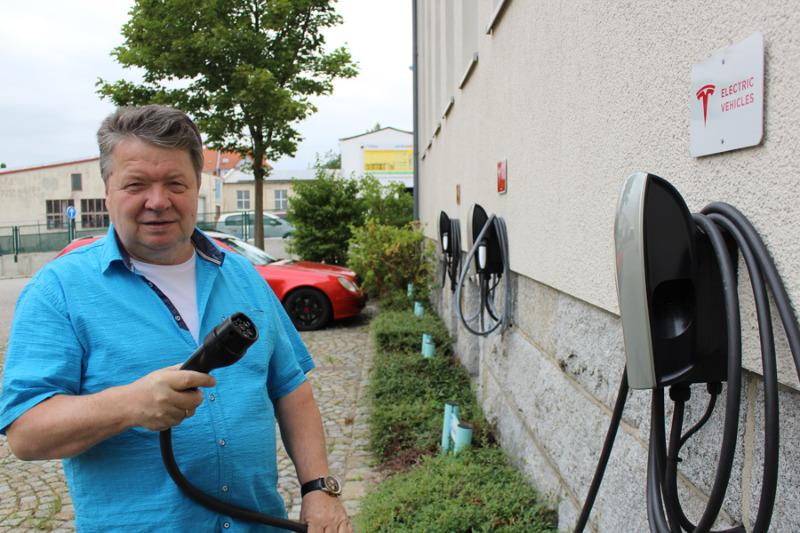 Für eine bessere Infrastruktur: Neue Ladesäulen für Elektroautos