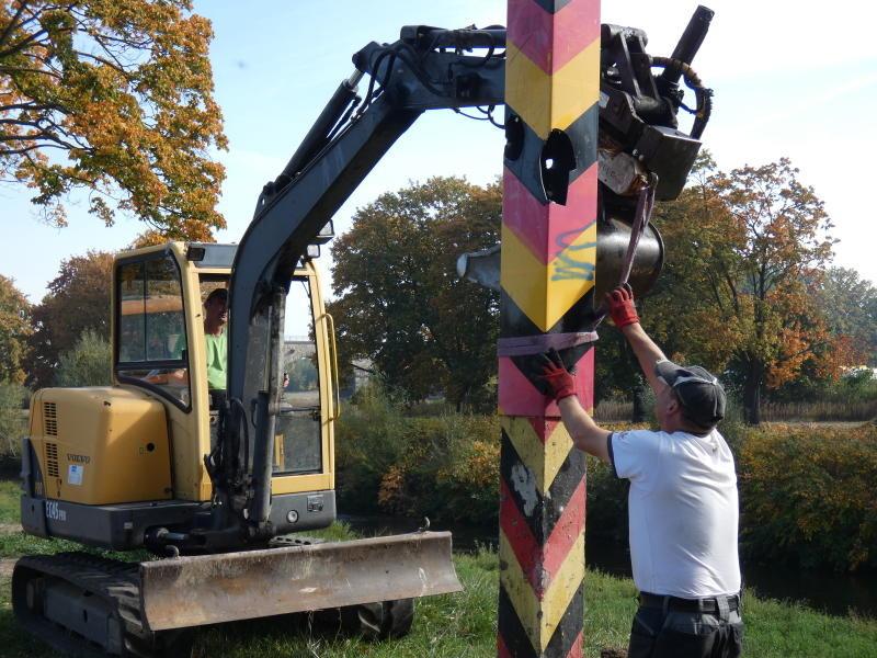 Neue Säulen für die Grenze zu Polen