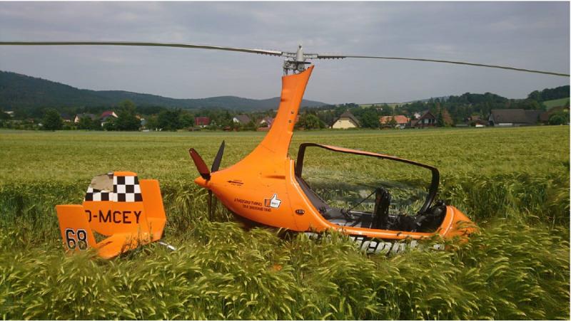 Helikopter muss im Getreidefeld notlanden