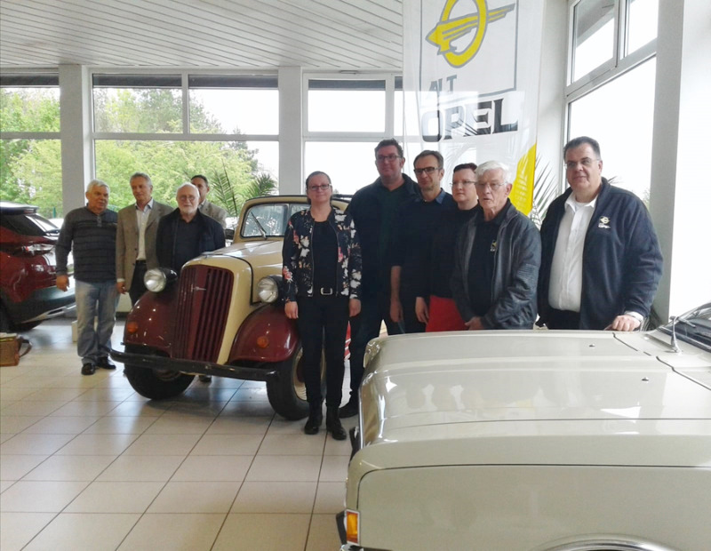 Opelfreunde zeigen Oldtimer