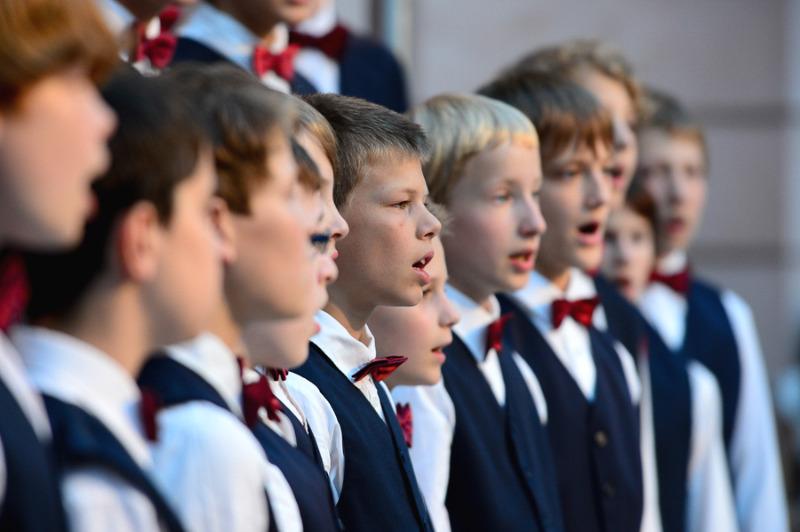Knabenchor Dresden singt in der Krypta der Peterskirche