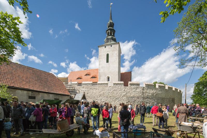 Historischer Markt rund um die Wehrkirche