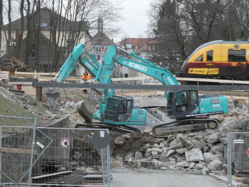 Neue Brücke wird leicht gedreht