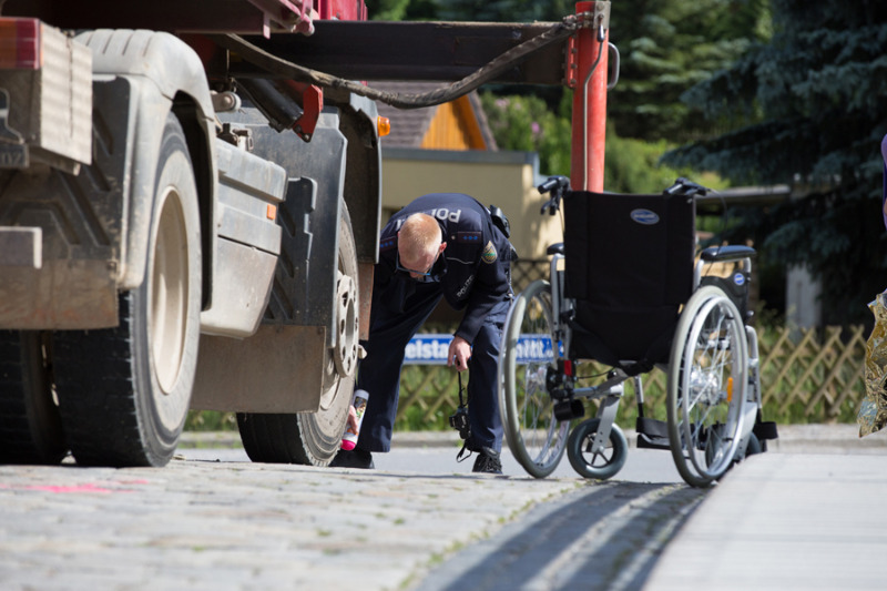 Lkw erfasst Rollstuhlfahrerin