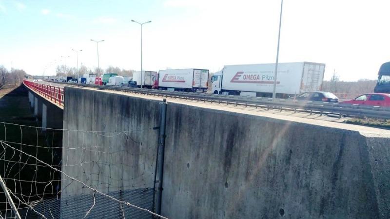 Update: Autobahn bleibt Staufalle für Hunderte Autofahrer