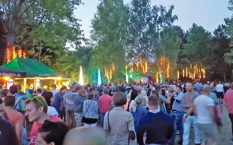 Open-Air-Party lockt Besucher an den See