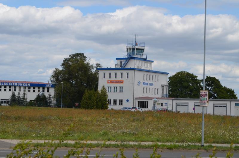 Licht und Schatten über dem Kamenzer Flugplatz