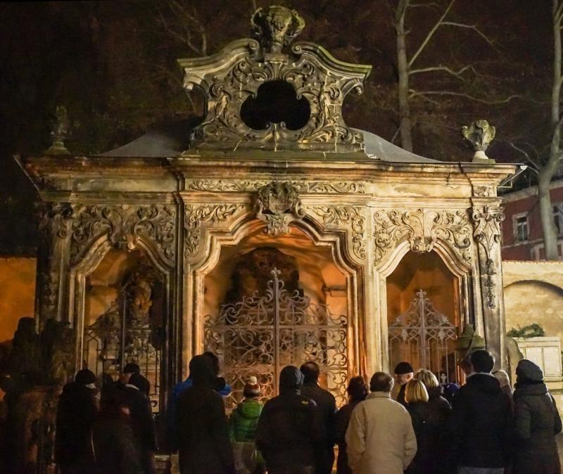Zur Geisterstunde auf dem Kreuzfriedhof