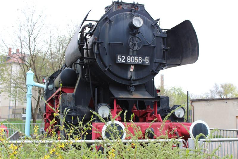 Lok gehört in Bahnsteignähe