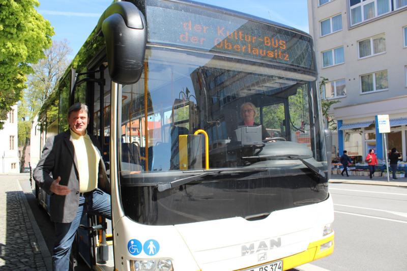 Kunstbus rollt 2017 neue Ziele an