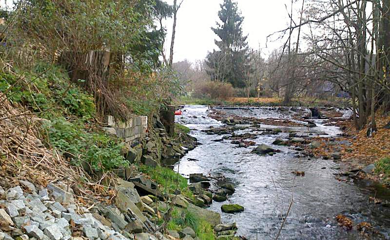 Wehr der ehemaligen Natursteinwerke im Löbauer Wasser wird zurückgebaut