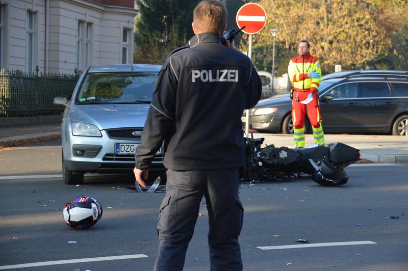 Jugendlicher Moped-Fahrer schwer verletzt