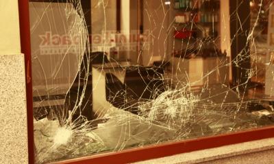 Chaoten zerstören Schaufenster in der Silvesternacht
