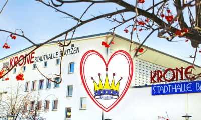 Gegenwind von der Straße: Bürger wollen ihre Krone retten