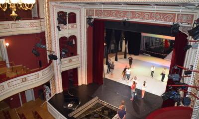 Sieben Premieren und eine missachtete Neutralitätspflicht am Theater