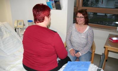 Praktische Hilfe statt Pflegeburnout daheim