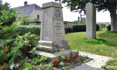 Obelisk zeigt sich in neuem Antlitz