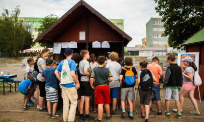 Kinder zelebrieren Einheit der Stadt Görlitz