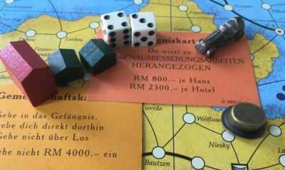 Beim Monopolyspiel zu Attraktionen der Lausitz