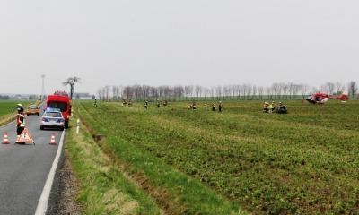 Auto landet bei Radibor auf einem Feld